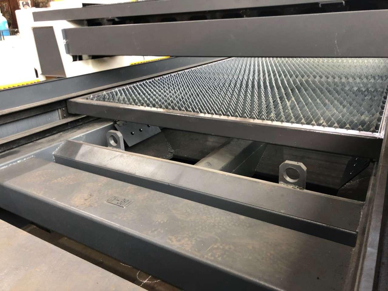 CNC fiber laser sa izmenjivim stolom