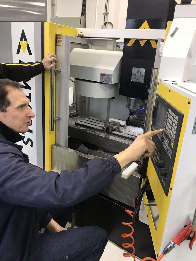 Programiranje CNC masine i obuka za rad, glodalice za metal
